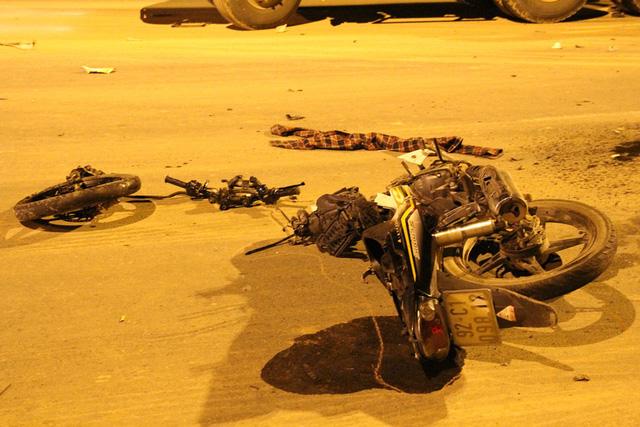 Đà Nẵng: Va chạm kinh hoàng trong đêm, nam thanh niên chết thảm 2