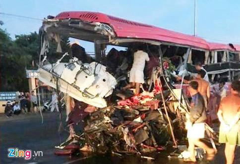Hiện trường vụ tai nạn thảm khốc ở Gia Lai, 11 người chết 7