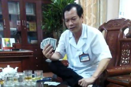 Xác minh clip giám đốc bệnh viện ở Ninh Bình đánh bạc ăn tiền 1