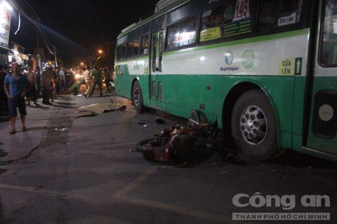 Thanh niên bị xe buýt cán tử vong tại chỗ 1
