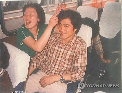 Tân tổng thống Hàn Quốc từng nhát đến mức phải để vợ cầu hôn 1