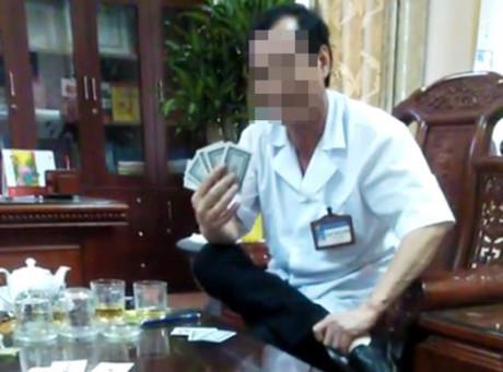 Vụ GĐ bệnh viện lộ clip đánh bài ăn tiền: Xem xét điều chuyển công tác nhiều cá nhân 1