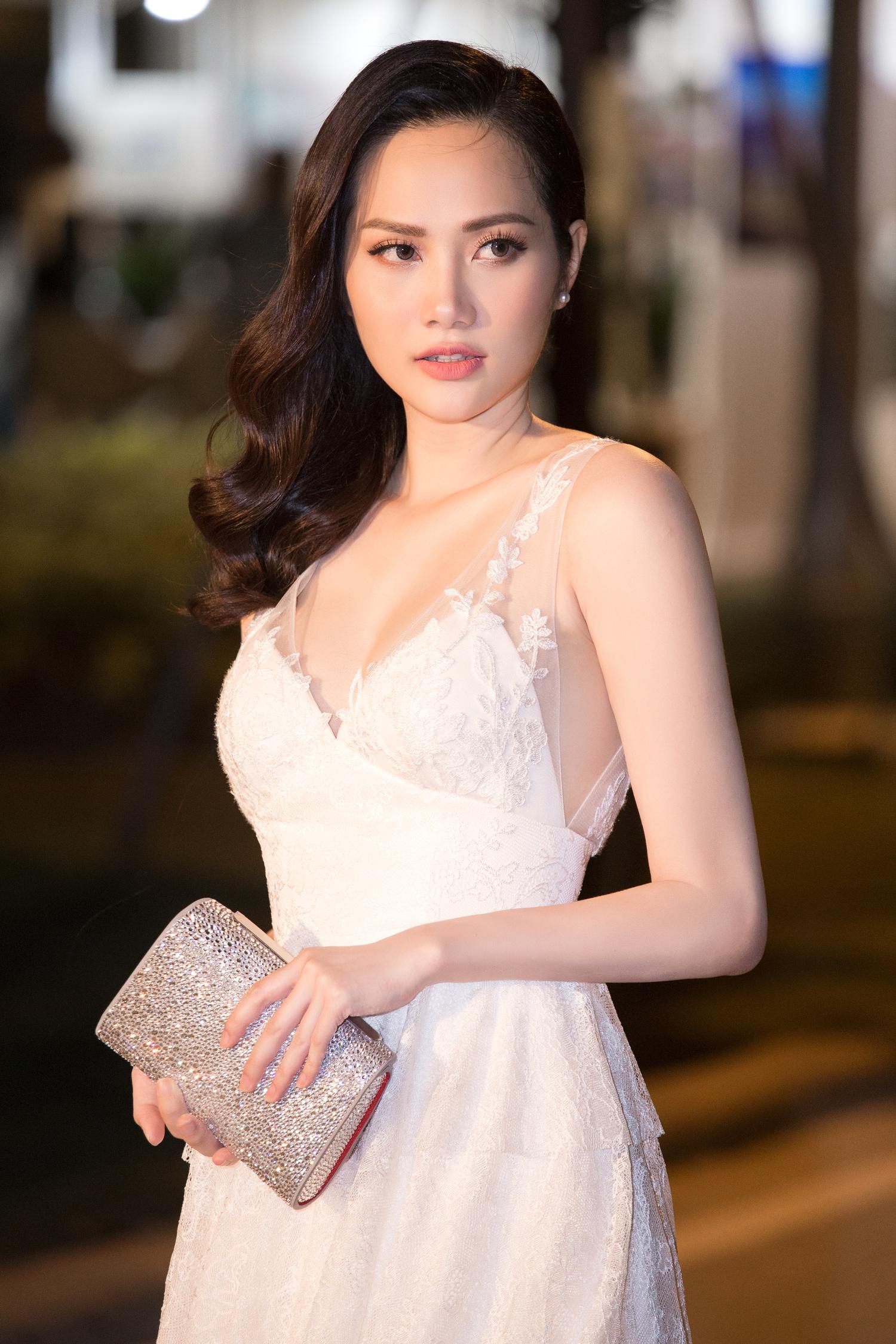 Hoa hậu Đông Nam Á Diệu Linh tự lái xe tiền tỷ đi sự kiện 5