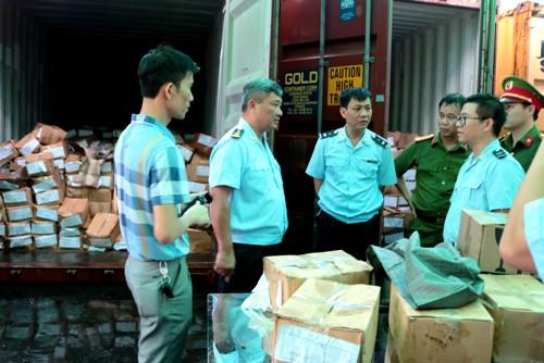 Bắt giữ lô hàng khủng 2,8 tấn lá khát cực độc ở Hải Phòng 1