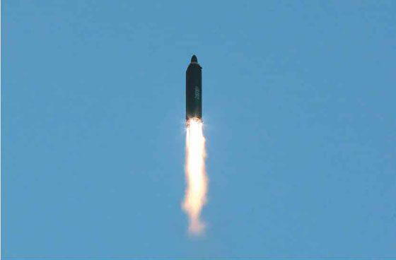Triều Tiên công bố loạt ảnh vụ thử tên lửa thành công nhất 4