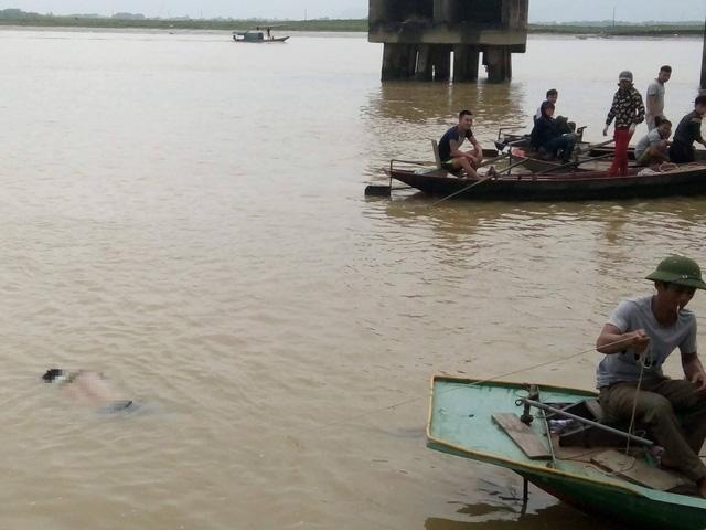 Đôi nam nữ bất ngờ nhảy cầu tự tử trên Sông Lam 1