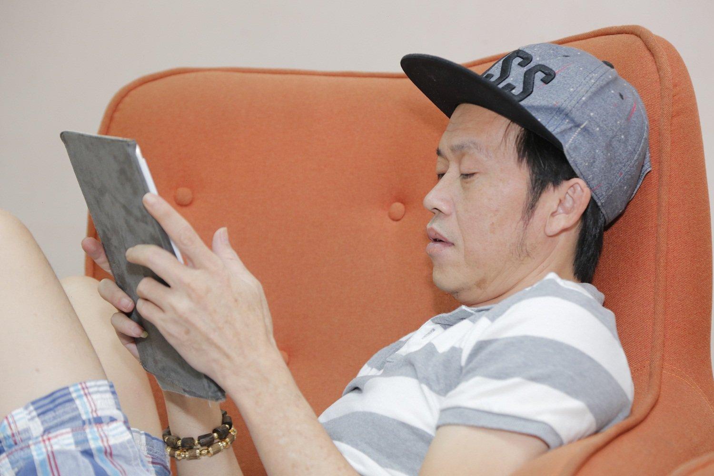 """Bắt gặp Phi Nhung """"nâng khăn sửa túi"""" cho Hoài Linh 4"""