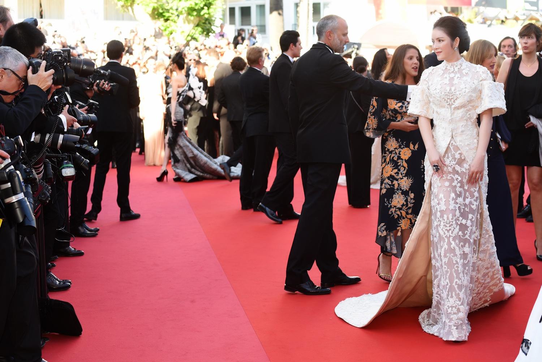 Dự LHP Cannes, Lý Nhã Kỳ xin lỗi gia đình vì vắng mặt trong ngày giỗ cha 2