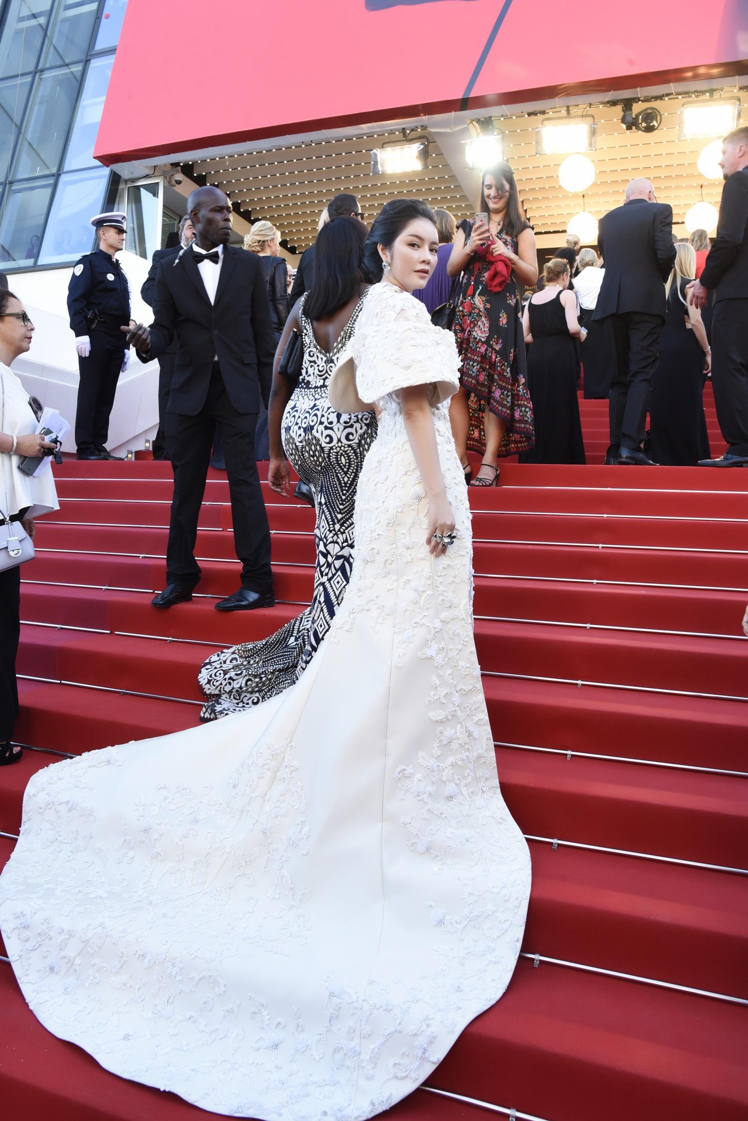 Dự LHP Cannes, Lý Nhã Kỳ xin lỗi gia đình vì vắng mặt trong ngày giỗ cha 3