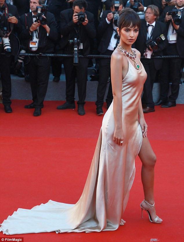 Lý Nhã Kỳ, Phạm Băng Băng đọ sắc trên thảm đỏ khai mạc LHP Cannes 13
