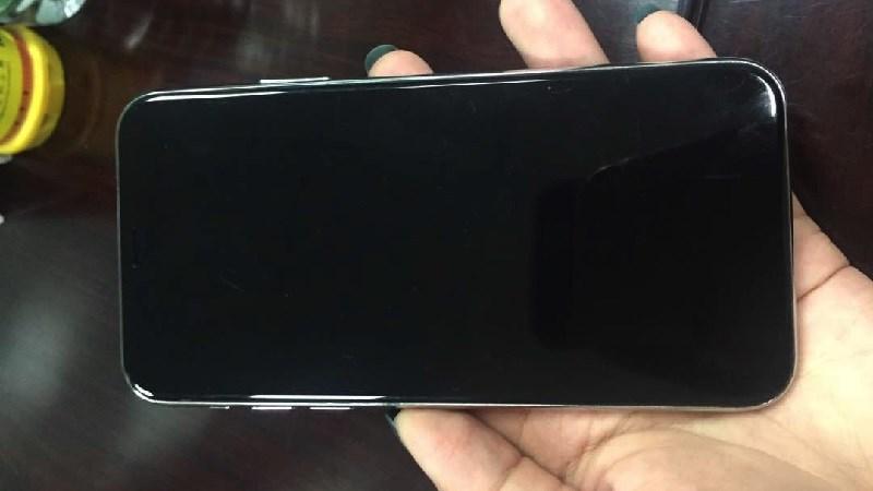Hình ảnh iPhone 8 bỗng dưng lộ ảnh mọi góc cạnh trên tay người dùng số 2