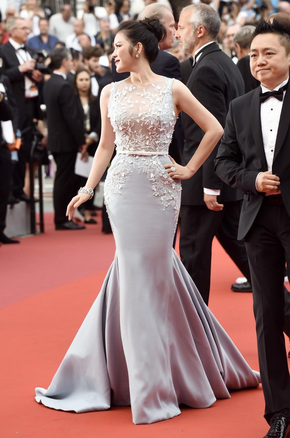 Lý Nhã Kỳ diện cây hàng hiệu 4 tỷ kiêu sa trên thảm đỏ LHP Cannes ngày 2 1