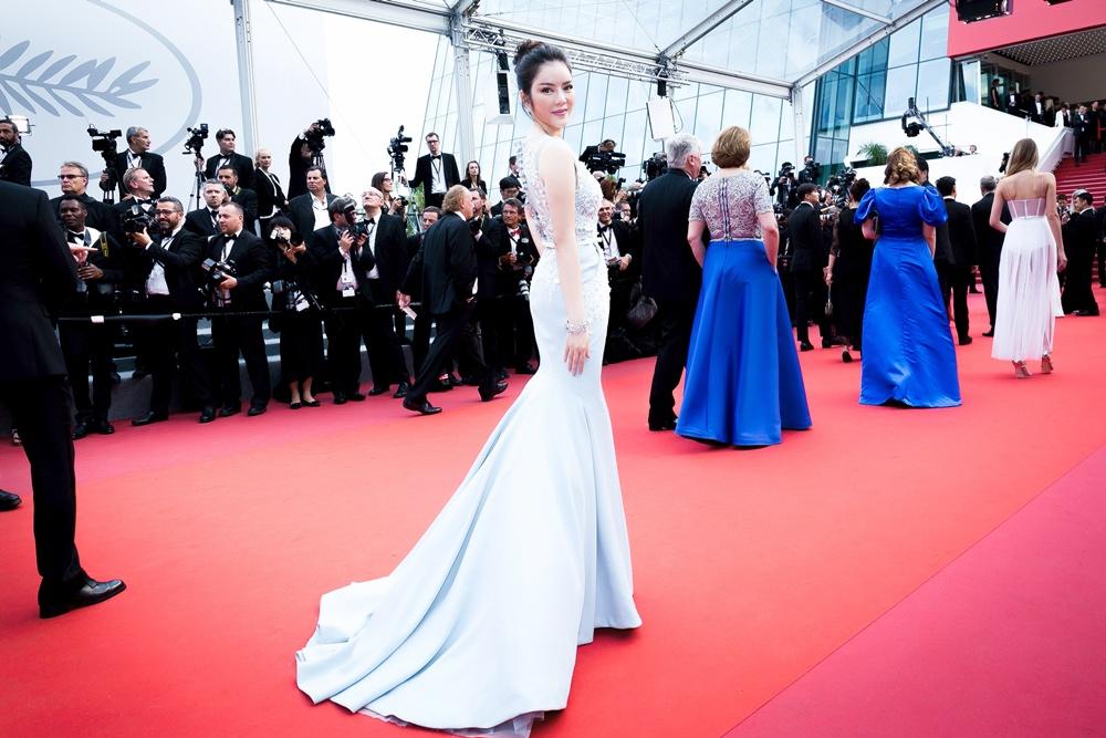 Lý Nhã Kỳ diện cây hàng hiệu 4 tỷ kiêu sa trên thảm đỏ LHP Cannes ngày 2 3
