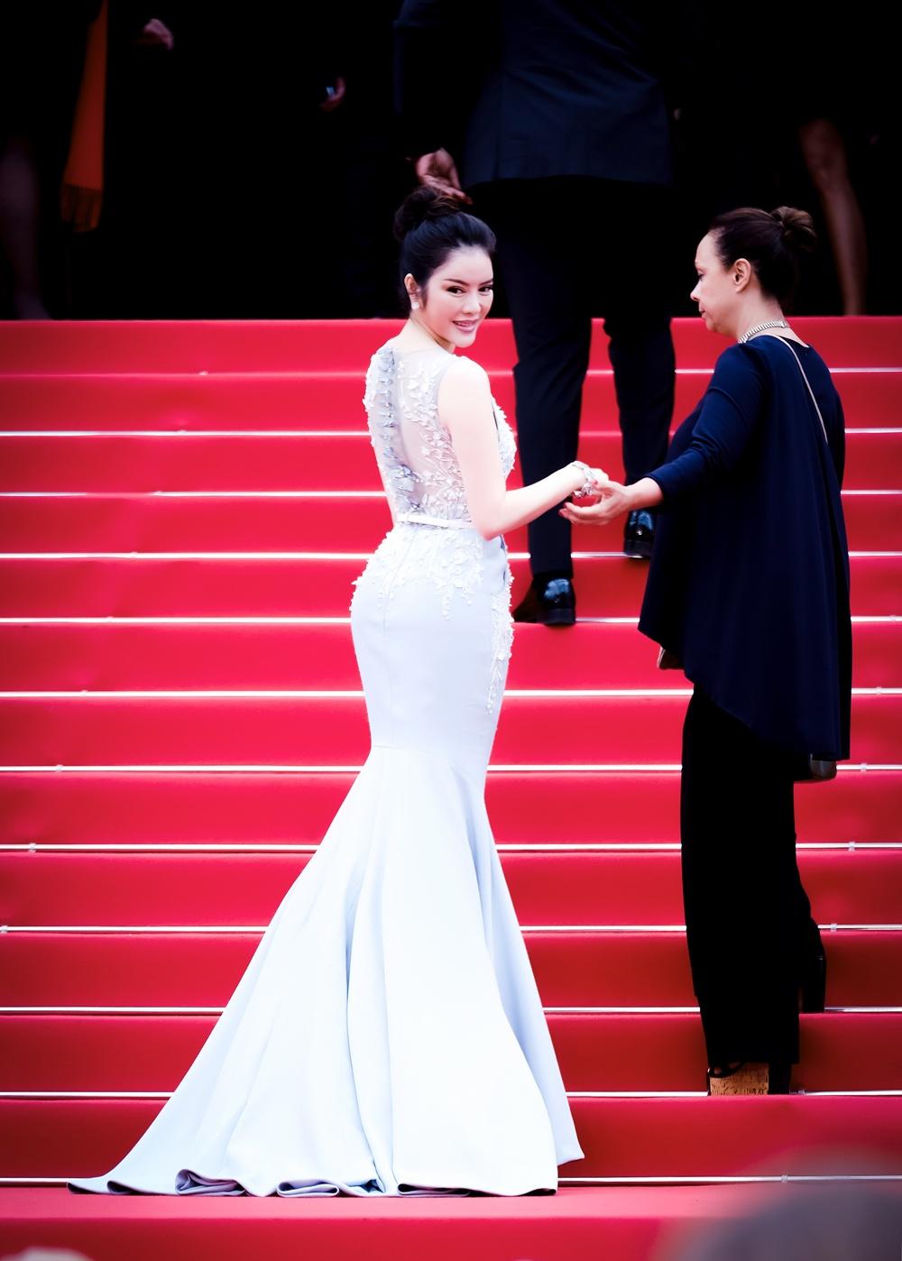 Lý Nhã Kỳ diện cây hàng hiệu 4 tỷ kiêu sa trên thảm đỏ LHP Cannes ngày 2 4
