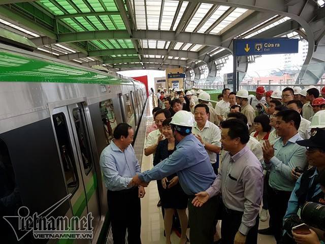 Đang mở cửa tham quan nhà ga đường sắt trên cao Cát Linh - Hà Đông 2