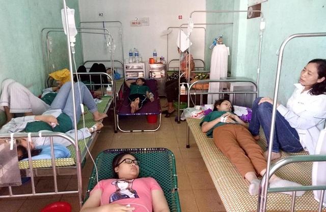 50 nữ công nhân may nhập viện sau bữa ăn trưa  1