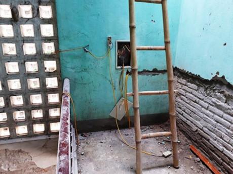 Bị điện giật khi sửa nhà khiến 1 người chết 2 người bị thương 1