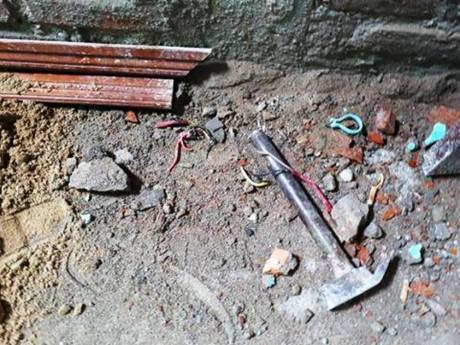 Bị điện giật khi sửa nhà khiến 1 người chết 2 người bị thương 2