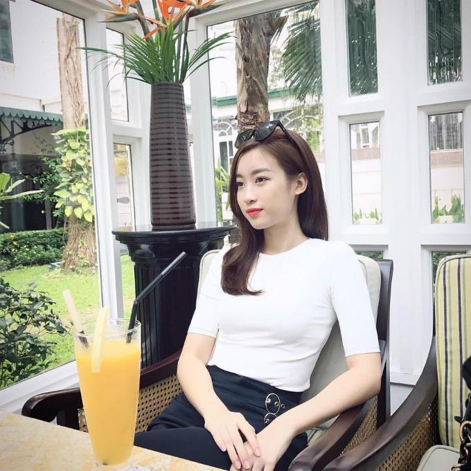 Facebook sao Việt: Hồ Ngọc Hà khoe tư thế khó đỡ ở phòng tập khiến quý ông