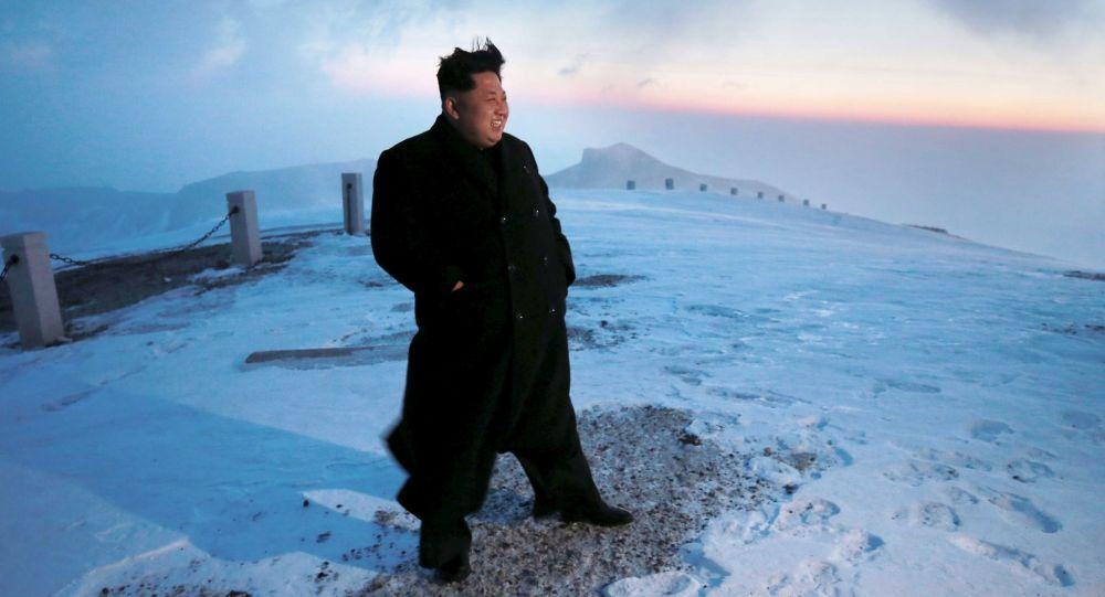 Kim Jong-un ra lệnh trang bị cho quân đội tên lửa mới thử nghiệm 1