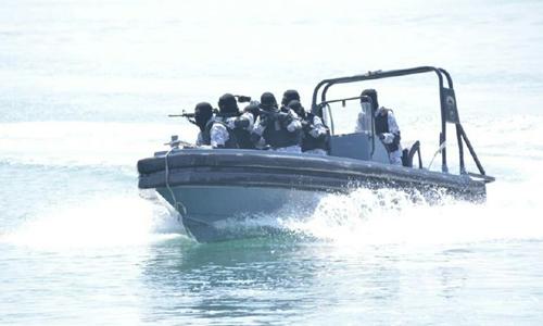 Truy đuổi tàu cá trái phép, một xuồng hải quân Malaysia mất tích 1
