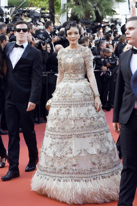 Ngắm vẻ đẹp vạn người mê của Lý Nhã Kỳ trong đêm cuối tại LHP Cannes 9