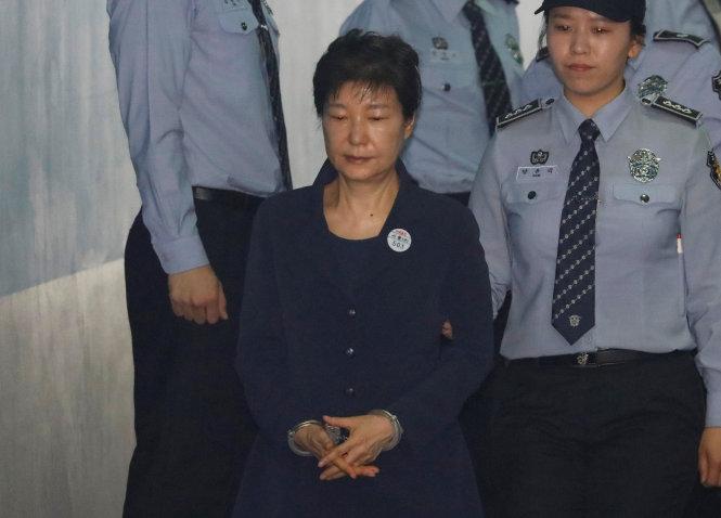 Hôm nay, cựu tổng thống Hàn Quốc Park Geun-hye hầu tòa 1
