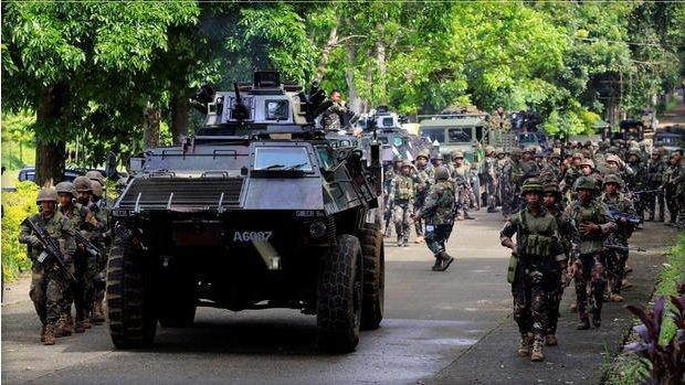 Chùm ảnh: Quân đội Philippines tấn công phiến quân thân IS ở Marawi  1