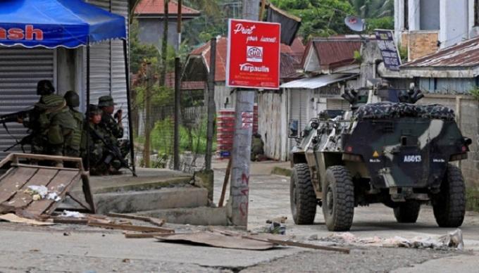 Chùm ảnh: Quân đội Philippines tấn công phiến quân thân IS ở Marawi  5