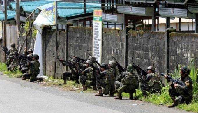 Chùm ảnh: Quân đội Philippines tấn công phiến quân thân IS ở Marawi  7
