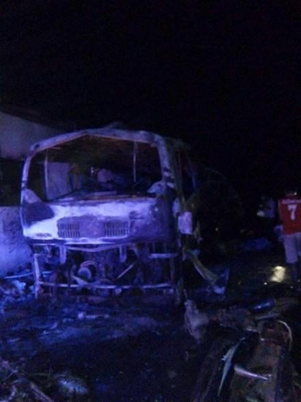 Nổ xe khách Việt Nam ở Lào, 5 người thương vong 2