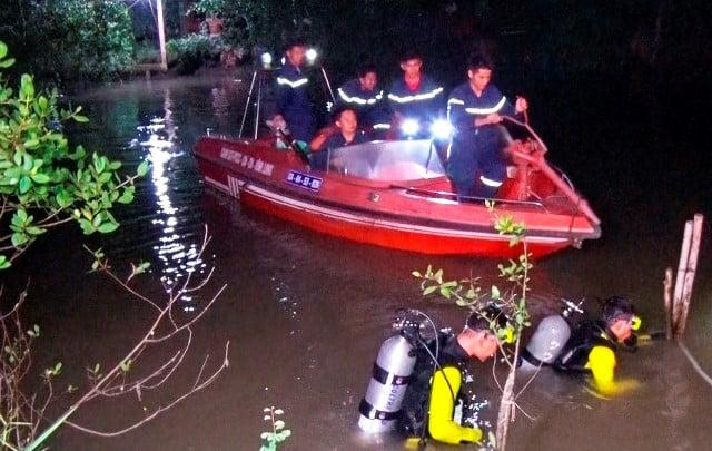 Bé gái 18 tháng tuổi nghi rơi xuống sông mất tích 1