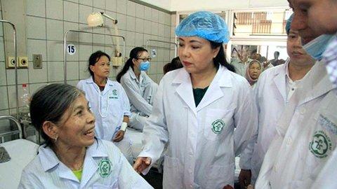 Bộ trưởng Y tế chủ trì họp báo tại BV Bạch Mai vụ 7 người tử vong khi chạy thận 1