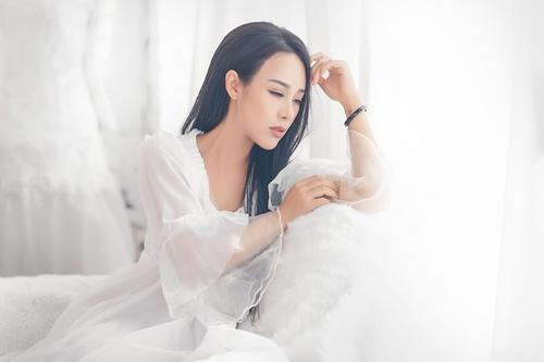Hình ảnh Ngắm vẻ gợi cảm đốt con mắt của vợ ca sĩ Việt Hoàn số 8