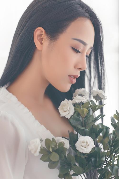 Hình ảnh Ngắm vẻ gợi cảm đốt con mắt của vợ ca sĩ Việt Hoàn số 7