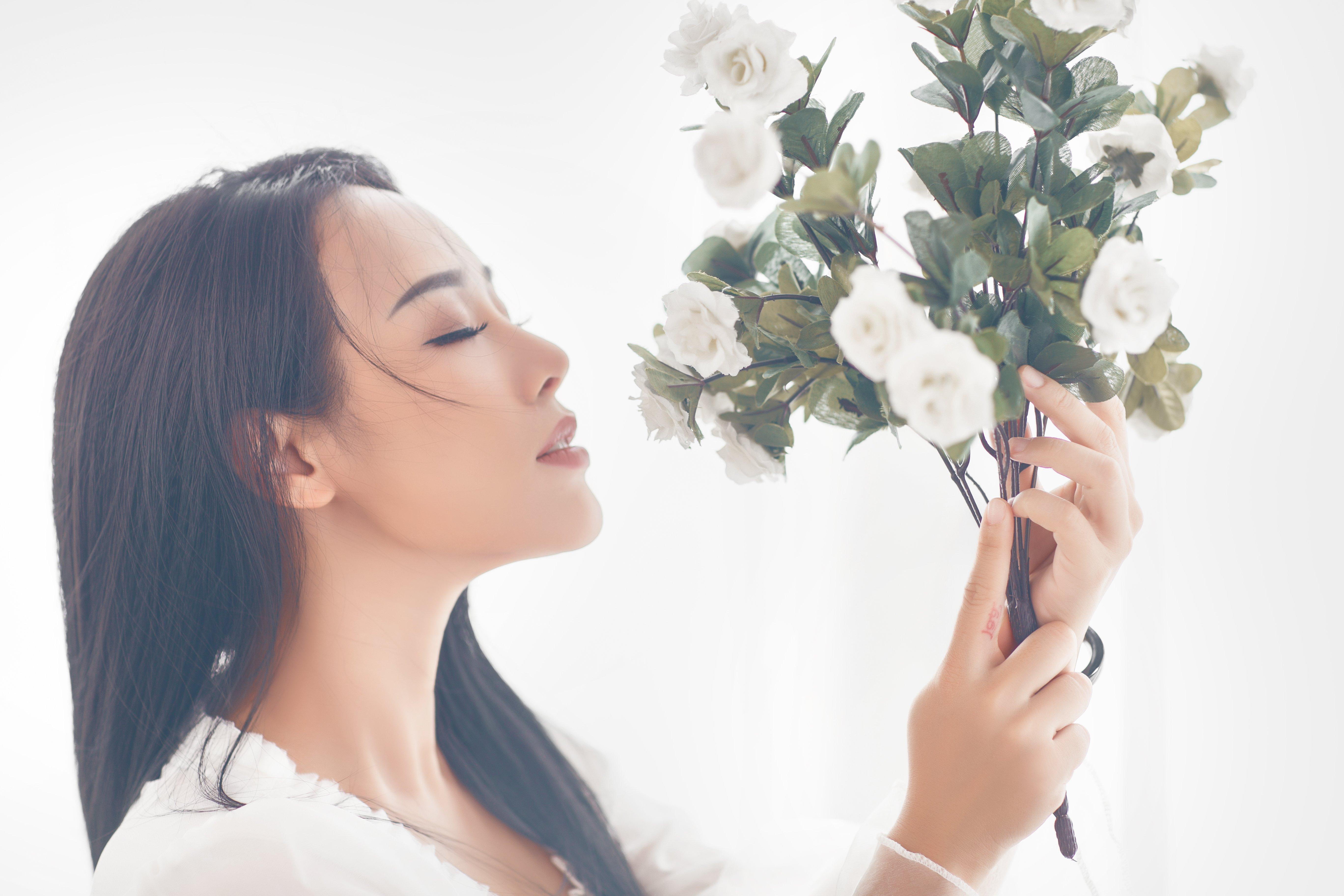 Hình ảnh Ngắm vẻ gợi cảm đốt con mắt của vợ ca sĩ Việt Hoàn số 6