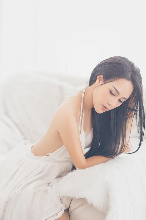 Hình ảnh Ngắm vẻ gợi cảm đốt con mắt của vợ ca sĩ Việt Hoàn số 1