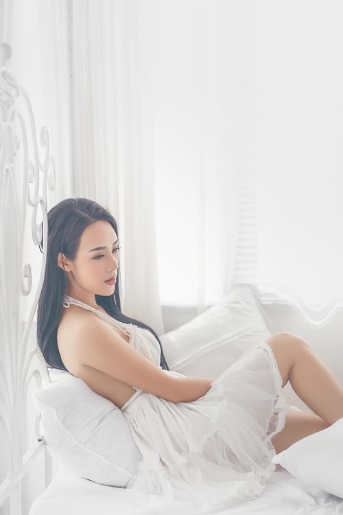 Hình ảnh Ngắm vẻ gợi cảm đốt con mắt của vợ ca sĩ Việt Hoàn số 4