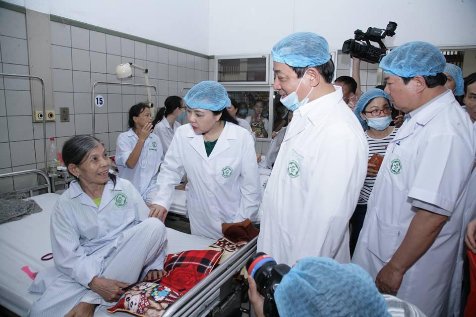 BV Bạch Mai miễn phí điều trị cho bệnh nhân gặp sự cố chạy thận 1