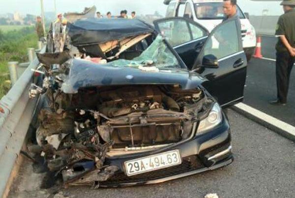 TNGT trên cao tốc Hà Nội - Hải Phòng: 4 người trên xe Mercedes đều tử vong 1