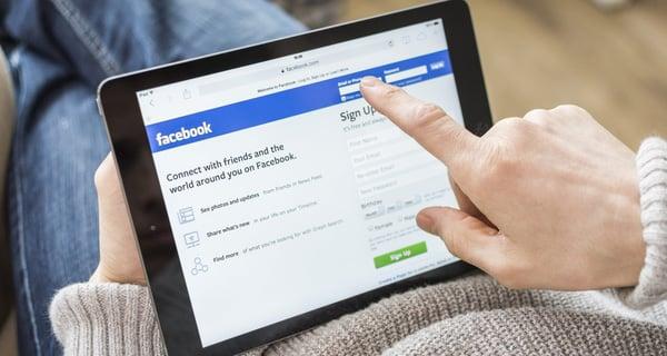 Từ 2018, vợ có thể bị phạt 50 triệu đồng nếu vào tài khoản Facebook của chồng mà chưa được đồng ý? 1