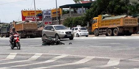 Tin TNGT mới nhất ngày 2/6: Xe khách tông 2 mô tô, 1 người nhập viện 3