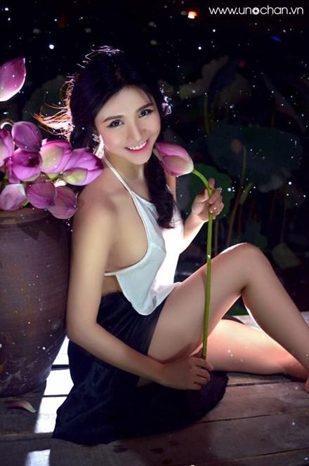 Khoe thân phản cảm, bạn gái Quang Lê bị chỉ trích 6