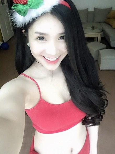 Khoe thân phản cảm, bạn gái Quang Lê bị chỉ trích 10