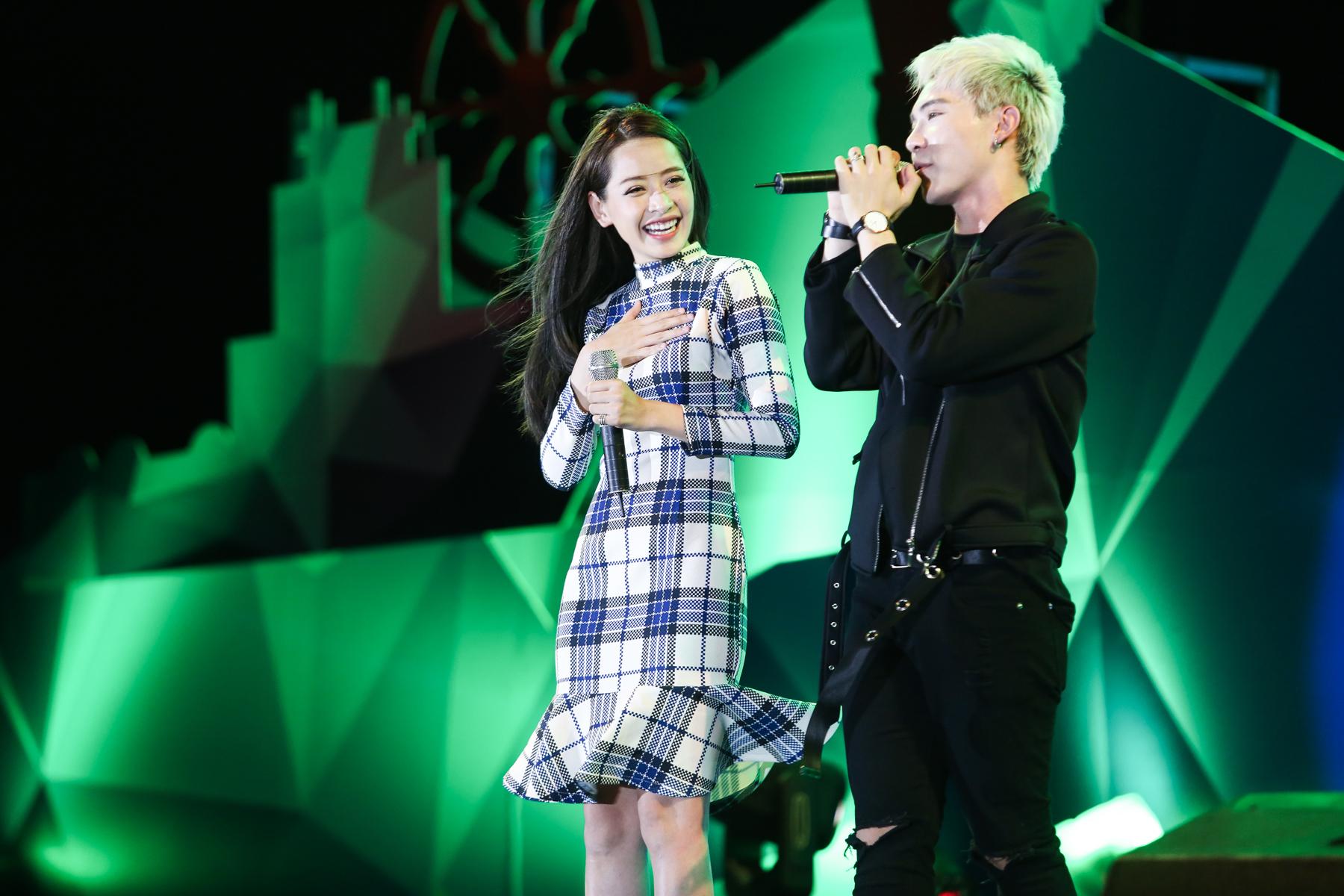 Chi Pu song ca ngọt ngào cùng Erik trước 2.000 khán giả 6