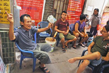 Bên trong phòng trọ điều hòa giá 15.000 đồng trong nắng đổ lửa ở Hà Nội 1