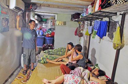 Bên trong phòng trọ điều hòa giá 15.000 đồng trong nắng đổ lửa ở Hà Nội 8