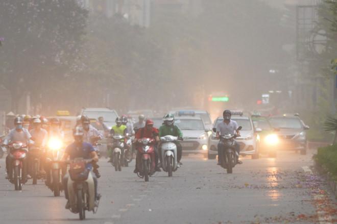 Hà Nội đón mưa giông, xóa tan trận nắng nóng lịch sử trong 46 năm 2