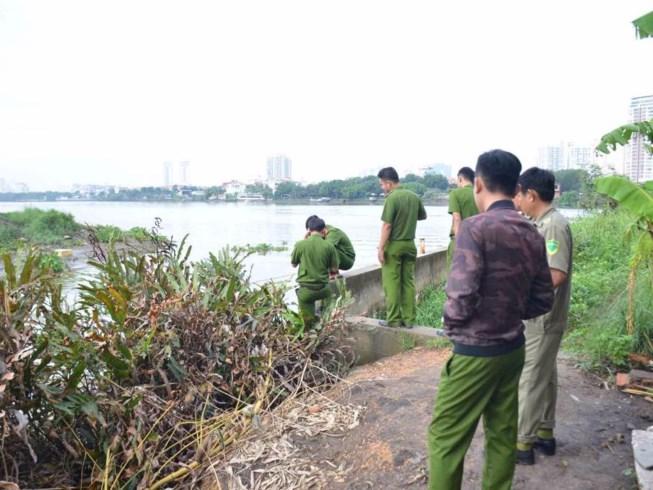 Phát hiện thi thể nam giới sát mép kênh ở Sài Gòn 1