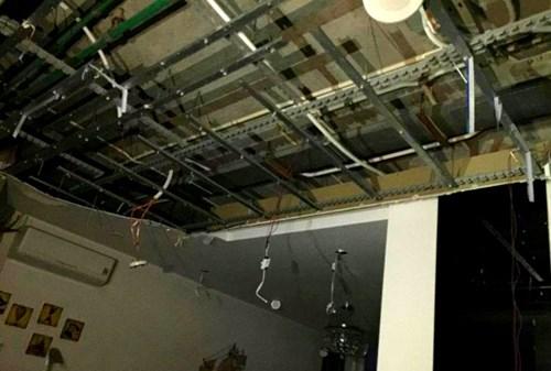 Hãi hùng cảnh mảng trần rơi ập xuống khu chung cư 1